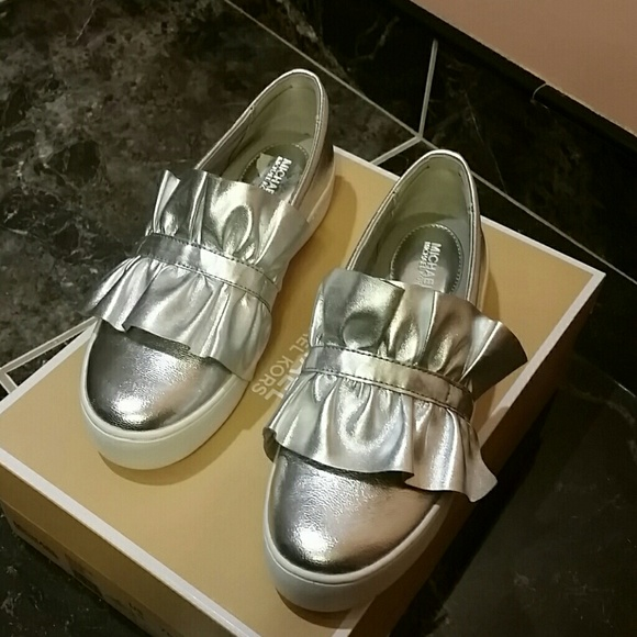 c9a72bfc705f NWT Michael Kors Silver Bella Slip On shoes.S.37